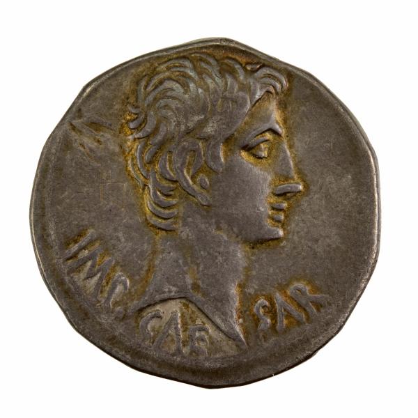 Auguste Cistophore frappé à Ephèse